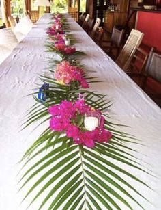 table decor for luau party- palm leaves and flowers with candles Aloha Party, Luau Theme Party, Hawaiian Luau Party, Moana Birthday Party, Hawaiian Birthday, Tiki Party, Party Themes, Hawaiin Party Ideas, Adult Luau Party