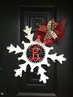 Monogram snowflake door hanger/wreath by shutthefrontdoor2 on Etsy, $40.00