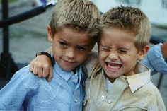 cole sprouse, dylan sprouse, twins - image by . Dylan Sprouse, Sprouse Cole, Dylan O'brien, Dylan Et Cole, Cole Sprouse Friends, Cole Sprouse Shirtless, Sprouse Bros, Cole Sprouse Funny, Phil Lester