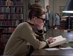 Breakfast at Tiffany's - Audrey Hepburn, George Peppard George Peppard, Groucho Marx, I Love Books, Good Books, I Love Cinema, Holly Golightly, Breakfast At Tiffanys, Woman Reading, Study Motivation