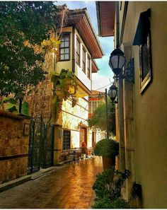 Antalya Turkey.. Nice 5 /18 💖 😘 🌷 Travel Around The World, Around The Worlds, Urban City, Antalya, Old Houses, Home Art, Places Ive Been, Istanbul, The Good Place