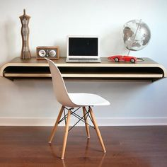 Bureau suspendu par Orange22 design lab