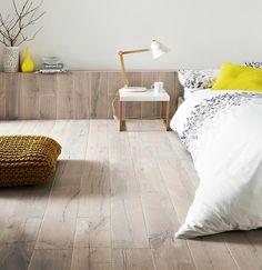 'Topps Tiles' Antarctic half-filled, brushed, solid oak planks