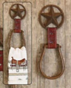 Did Western Towel Holders. I could make this with old stirrups and horse shoes. Western Crafts, Country Crafts, Country Decor, Rustic Decor, Western Kitchen Decor, Farmhouse Decor, Horseshoe Projects, Horseshoe Crafts, Wood Projects