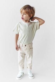 Zara Kids, Toddler Fashion, Boy Fashion, Natural Clothing, Kid Poses, Clothing Photography, Matching Family Outfits, Stylish Kids, Jeans Fit