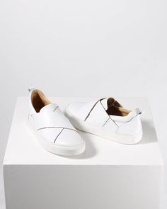 Jigsaw tennis shoes