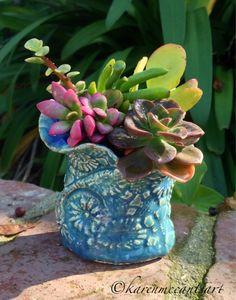 Blue petal-edge pot