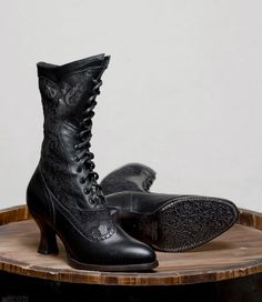 These Jennie Victorian Inspired Leather & Lace Boots in Black by Oak Tree Farms are covered in black floral damask lace from top to toe! Edwardian Shoes, Victorian Shoes, Victorian Lace, Victorian Steampunk, Victorian Fashion, 1890s Fashion, Edwardian Style, Modern Victorian, Fashion Vintage