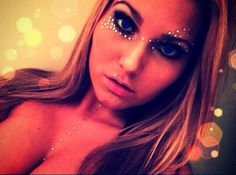 Love this rhinestone makeup :D Rave Festival, Festival Wear, Festival Outfits, Halloween Festival, Halloween 2017, Edm Girls, Edm Outfits, Edc, Festival Makeup