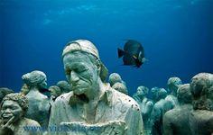 Британский скульптор Джейсон де Кайрес Тейлор (Jason deCaires Taylor) недавно представил свою последнюю скульптуру из цемента, которая присоединилась к более чем 500 другим у побережья Канкуна, Мексика. Здесь находится монументальный музей, который называется MUSA (Museo Subacuatico де Арте).