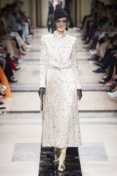 The complete Armani Privé Fall 2017 Couture fashion show now on Vogue Runway.