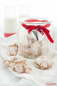 These crunchy amaretti cookie recipe will have you and everyone addicted. Made with just 4 simple ingredients and 4 easy, super easy and delicious. Amaretti Cookie Recipe, Amaretti Cookies, Baker Recipes, Cookie Recipes, Italian Cake, Gourmet Desserts, Cafe Food, World Recipes, Cakes And More