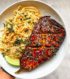 Peanut Butter Roasted Aubergines and sesame noodles by Super easy to make and delicious. Vegan Dinner Recipes, Delicious Vegan Recipes, Vegan Dinners, Whole Food Recipes, Healthy Recipes, Whole30 Recipes, Healthy Desserts, Crockpot Recipes, Chicken Recipes