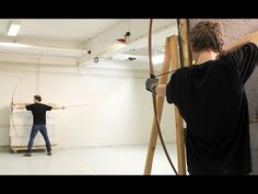 Lars Anderson: a new level of archery.The ultimate archery trick. Proving that Hollywood archery is not historical. Bushcraft, Archery Hunting, Bow Hunting, Le Talent, Traditional Archery, Bow Arrows, Legolas, Crossbow, Survival Skills
