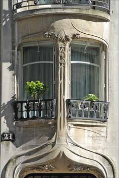 Décor d'un immeuble art nouveau d'Hector Guimard à Paris by dalbera, via Flickr