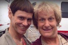 Jim Carrey et son acolyte Jeff Daniels rempilent pour la suite du film culte Dumb and Dumber, sorti en 1994. Voici les premi�res images du tournage.