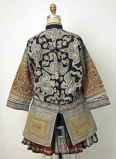 Date: century Culture: Chinese minority (Miao-Gejia peoples) Medium: cotton, silk Folk Clothing, Chinese Clothing, Antique Clothing, Textiles, Costume Ethnique, China Fashion, Ethnic Fashion, Mode Inspiration, Chinese Style