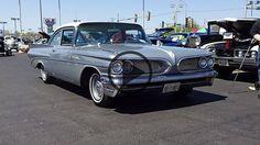 1959 Pontiac Catalina Sport Sedan in Silver Mist - https://www.musclecarfan.com/1959-pontiac-catalina-sport-sedan-silver-mist/