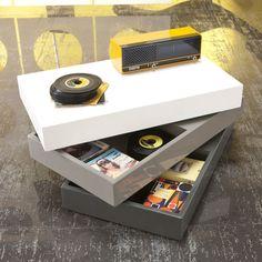 Twist è un <strong>tavolino dotato di vani contenitori girevoli</strong>, pensati per aiutarti a tenere in ordine lo spazio in modo discreto. http://lovli.it/arredamento/salotto/tavolini/coffe-table-twist-3.html