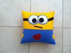 Valentine\u0027s Day Minion Pillow : sewing pattern for minion pillow  - pillowsntoast.com
