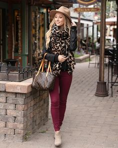 (**new item**) Colored Jeggings - Grace and Lace Burgundy Jeans Outfit, Fall Winter Outfits, Spring Outfits, Jeggings Outfit, Colored Jeggings, Look Jean, Business Casual Outfits, Looks Style, Autumn Fashion