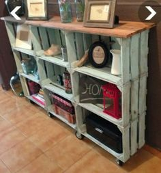 25 Wood Crate Upcycling Projects For Fabulous Home Decor - Organize and decorate your home using nothing but wood crates! Those wood crates make some great functional and adorable DIY home decor and organization items for your family! Pallet Furniture, Furniture Projects, Furniture Makeover, Furniture Stores, Bedroom Furniture, Furniture Design, Cheap Furniture, Discount Furniture, Pallet Chair