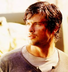 Just started watching Smallville again from the beginning! Ahhhh!! I love this show! Tom Welling as Clark Kent!❤️❤️