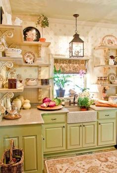 Looking for some great ideas to develop a shabby chic theme inside your new kitchen? Shabby Chic kitchen style has its own origins in traditional English and Cozy Kitchen, Farmhouse Kitchen Decor, New Kitchen, Vintage Kitchen, Kitchen Ideas, Farmhouse Chic, Green Kitchen, Kitchen Designs, Kitchen Country