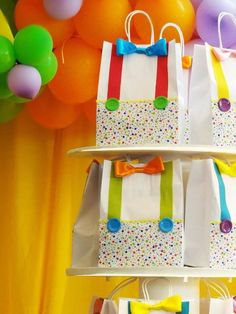 Party favor bags for a circus birthday party Clown Party, Circus Carnival Party, Circus Theme Party, Carnival Birthday Parties, Carnival Themes, Circus Birthday, First Birthday Parties, Birthday Party Themes, Boy Birthday