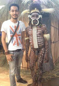 Hitam kulit keriting rambut aku Papua