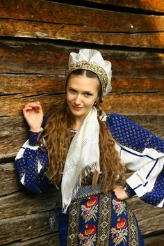 #AdelaPopescu Folk Costume, Costumes, Romanian Girls, People Of The World, Fairy Tales, Winter Hats, Textiles, Culture, Traditional