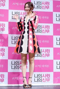 韓国・ソウル(Seoul)で行われた、映画『私の愛、私の花嫁(My Love, My Bride)』の制作報告会に臨む、女優のシン・ミナ(Shin Min-a、2014年9月1日撮影)。(c)STARNEWS ▼6Sep2014AFP|ラブコメディー映画『私の愛、私の花嫁』、制作発表会開催 http://www.afpbb.com/articles/-/3025063 #Shin_Min_a