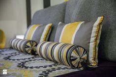 Malutki apartament nowoczesny z żółtym akcentem - Sypialnia, styl nowoczesny - zdjęcie od STUDIO FORMY BIURO ARCHITEKTONICZNE AGNIESZKA BURZYKOWSKA- WALKOSZ