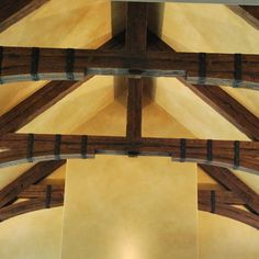 Two arched king trusses made from Timber faux beams highlight the vaulted ceiling in this living