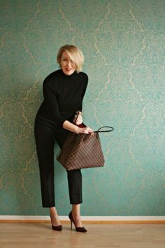 50 Casual Work Outfits for Women Over 50 - outfitmad.com