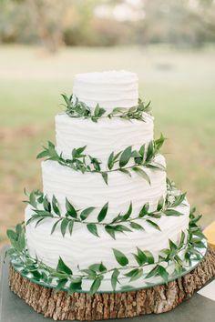 nature inspired cake - photo by Mint Photography http://ruffledblog.com/best-of-2014-wedding-cakes #weddingcake #cakes