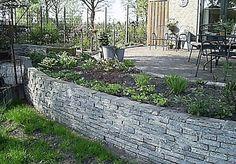 Wat kan ik voor leuks doen met stoeptegels die ik over heb? Bonsai Garden, Garden Plants, Outdoor Spaces, Outdoor Decor, Garden Of Eden, Backyard, Patio, Sitting Area, Sidewalk