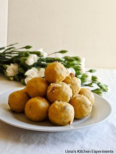 basen ladoo recipe. An Indian sweet made with chickpea flour, semolina & ghee. Perfect for Dalawi!