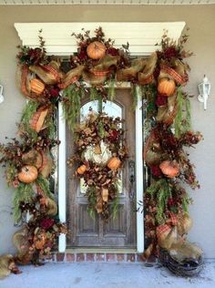 the fall front door decor is an interesting idea to be tried. It is nice with the solitude decor effect. For those who are introverted, I think it is a must decor idea to be applied. Theme Halloween, Fall Halloween, Halloween Deco Mesh, Halloween Garland, Halloween Designs, Autumn Decorating, Porch Decorating, Fall Decorating Ideas For The Porch Front Doors, Front Door Decor