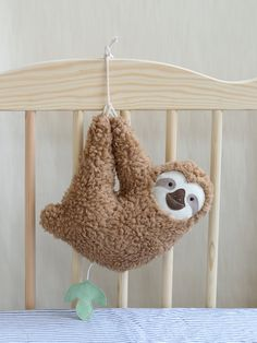 Etsy の Musical soft toy sloth baby music box brown by PetitiPanda