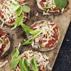 Teff-Minipizzen mit Petersilienwurzel und Postelein Rezept | Küchengötter Mini Pizza, Tacos, Paleo, Mexican, Ethnic Recipes, Food, Gluten Free Cooking, Healthy Food, Food Food