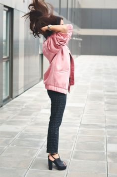 Wearing an oversized pink bomber is the perfect way to get yourself that all-American style you've been dying for! Rock pink lady vibes in a jacket like this, paired with polka dot trousers if you want to steal Lolita Masagutova's look. Trousers/Tee:...