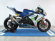 Back to 2013 season the team Fixi Crescent Suzuki Paul Denning was ready to replace the venerable race against other factory teams For Crescent Suzuki Motorcycle, Moto Bike, Suzuki Bikes, Motorcycle News, Gp Moto, Gsxr 1000, Sportbikes, Supersport, Suzuki Gsx