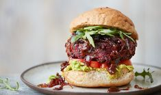 Beefy Vegan Beet Burgers When it comes to vegan burgers, the beefier the better. Vegan Beet Burger, Beetroot Burgers, Vegan Beef, Delicious Vegan Recipes, Vegetarian Recipes, Healthy Recipes, Burger Mix, Sustainable Food, Healthy Food Choices
