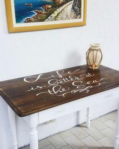 Tavolo vintage. Dipinto a mano. #handmade #calligraphyart #wordart #lettering #vintage #reused #recycle #secondlife #art #shabby #sea