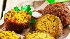Telenor E-post :: Dagens rett - Verdens beste vegetarrett. Falafel, Couscous, Avocado Toast, Hummus, Muffin, Veggies, Cleaning, Breakfast, Recipes