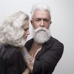 7 Coolest Salt & Pepper Beard Styles - I'll keep this one really short. I am presuming you guys know what salt & pepper beard style is? Salt And Pepper Beard, Bart Styles, Hipster Noir, Style Hipster, A Well Traveled Woman, Peinados Pin Up, Ageless Beauty, Going Gray, Aging Gracefully