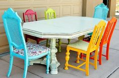 Want to know how to glaze furniture? Use a DIY glaze paint to upcycle your old furniture. Give that old furniture a fresh new look and let your decor shine.