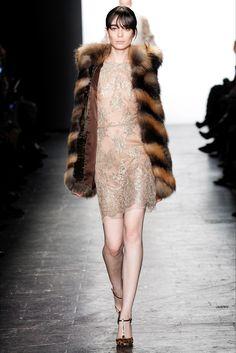 Sfilata Dennis Basso New York - Collezioni Autunno Inverno 2016-17 - Vogue