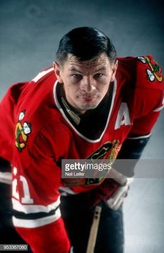 Closeup portrait of Chicago Blackhawks Stan Mikita during photo shoot at Chicago Stadium Chicago IL CREDIT Neil Leifer Hockey Games, Hockey Players, Ice Hockey, Blackhawks Hockey, Chicago Blackhawks, Neil Leifer, Stanley Cup Finals, Wayne Gretzky, Final Four